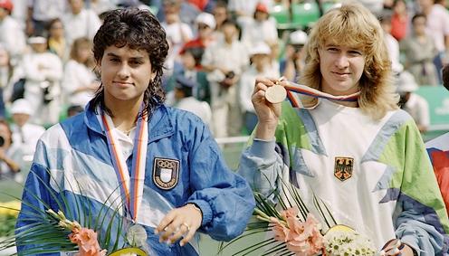 Gabriela Sabatiniová a Steffi Grafová po finále olympiády v Soulu 1988